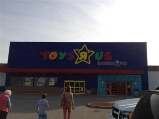 customers walking to the entrance of a Toys R Us store