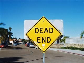 dead end sign in the middle of the road