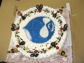 cake with drupal logo on it
