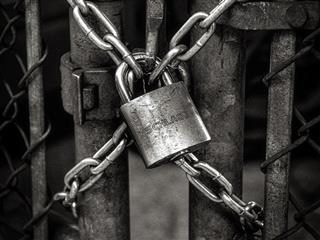Black and white photo of a lock and chain