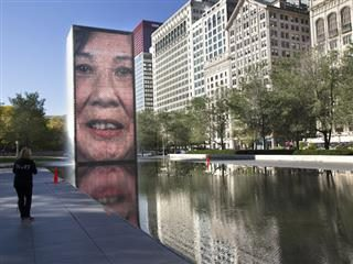 tall, narrow fountain in millenium park which features videos of Chicago residents
