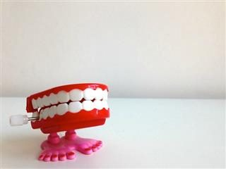 chatter teeth toy