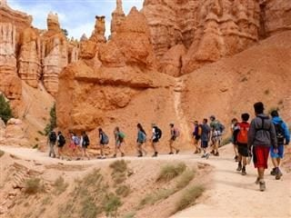school expedition exploring Bryce Canyon in Utah