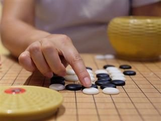 woman playing go