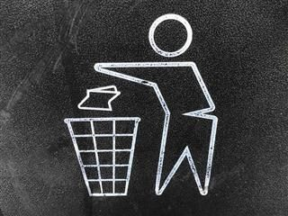 sign for throwing out trash