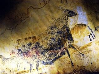 cave drawing in Lascaux, France