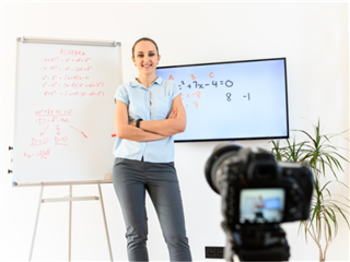 Webinar whiteboarding - Woman standing with arms crossed and looking at the camera